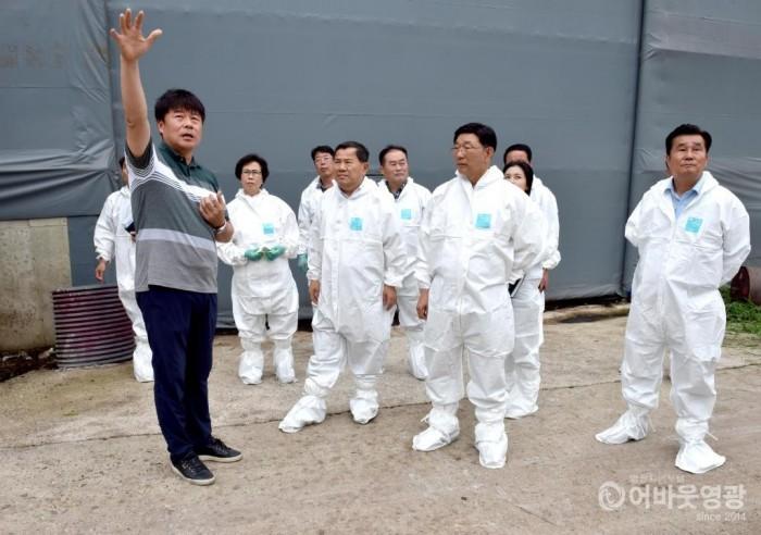 영광군의회, 축산악취 문제해결 위한 현장 방문  2.JPG